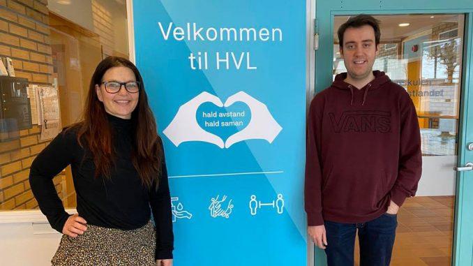 Eireen Finden og Stian Orm står i inngangspartiet til HVL