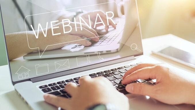 Webinar - bildet viser hender på en laptop